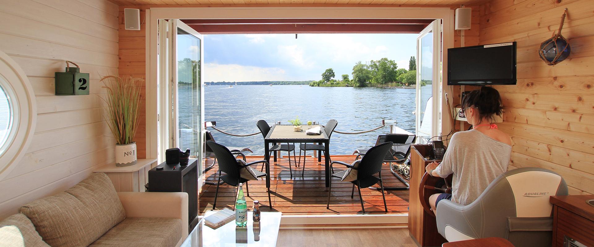 urlaub auf hausboot urlaub auf dem hausboot. Black Bedroom Furniture Sets. Home Design Ideas